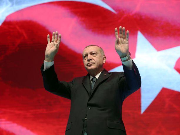 Turkin presidentti Recep Tayyip Erdogan ilmoittaa hylänneen EU:n miljardin euron lisätuen.