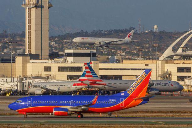 Southwest Airlines -lentoyhtiön kone kuvattuna Los Angelesin lentoasemalla.