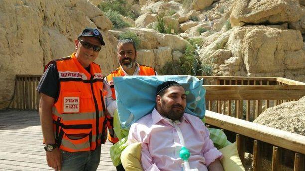 United Hatzalah -vapaaehtoisjärjestön työntekijät toteuttivat halvaantuneen miehen haaveen.