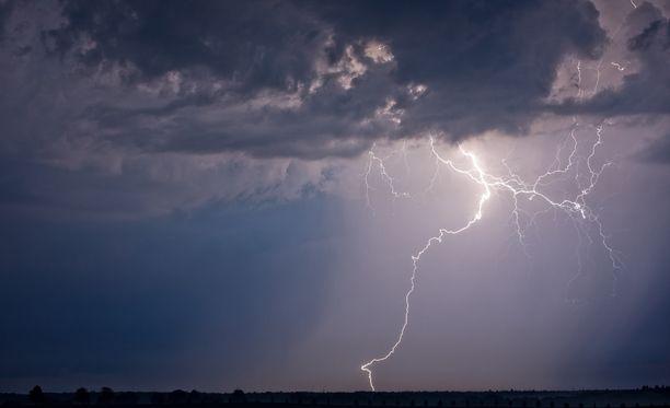 Salamointi voi yltyä runsaaksikin, povaa Ilmatieteen laitoksen päivystävä meteorologi Marko Talvela.