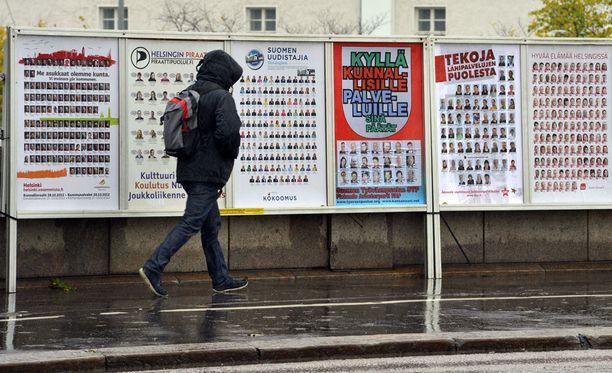 Valitsijayhdistysten suosio on romahtanut 2000-luvun kuntavaaleissa, kertoo sanomalehti Karjalainen.