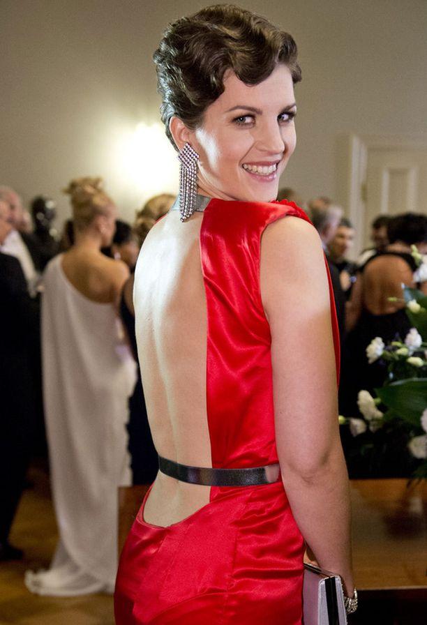 Osataan sitä Suomessakin. Muistatko vielä tämän Maria Ylipään uskaliaan mekon Linnan juhlista.