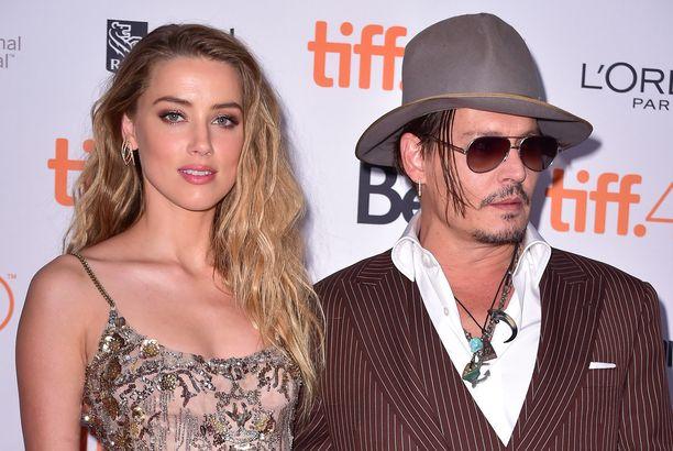 Amber Heard ja Johnny Depp vuonna 2015 Danish Girl -elokuvan ensi-illassa.