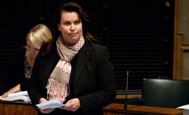 Johanna Ojala-Niemelän mielestä hänen puoluetovereillaan on ollut asiassa huono käytäntö.