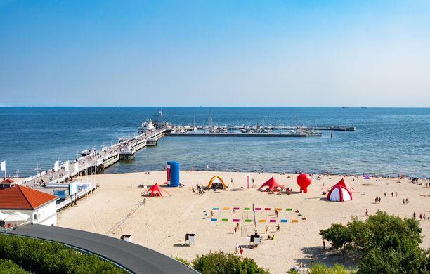 Puolan Rivieraksikin kutsuttu Sopot on suosittu rantalomakohde Gdanskin kupeessa. Sen puulaituri on Euroopan pisin.