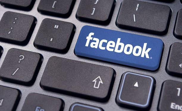 Facebook haluaa karsia valeuutisia palvelustaan.