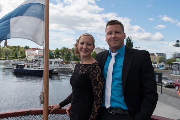 Jani Sievinen ja naisystävä Maria Nyqvist viettivät kahdenkeskistä aikaa Savonlinnan Oopperajuhlilla.