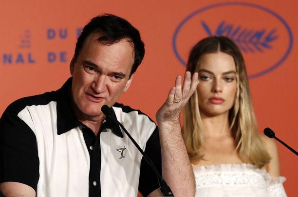 Ohjaaja Quentin Tarantino, 56, ja Once Upon a Time in Hollywood -elokuvaa tähdittävä australialaisnäyttelijä Margot Robbie, 28, Cannesin elokuvajuhlien lehdistötilaisuudessa 22.5.2019.