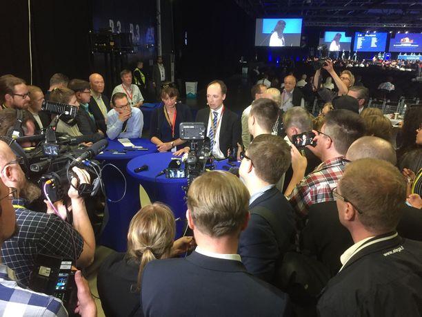 Tällaiselta näytti PS:n Jyväskylän puoluekokouksessa 2017, kun Jussi Halla-aho oli valittu puolueen puheenjohtajaksi.