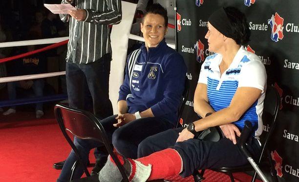 Mira Potkosen valmentaja Maarit Teuronen loukkasi jalkansa.