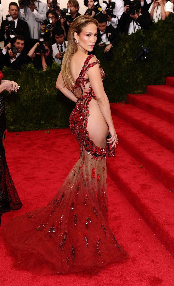 Jennifer Lopez luotti Atelier Versacen luomukseen.