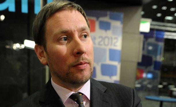Paavo Arhinmäki vaatii Suomen linjan pitämistä euro-neuvotteluissa.