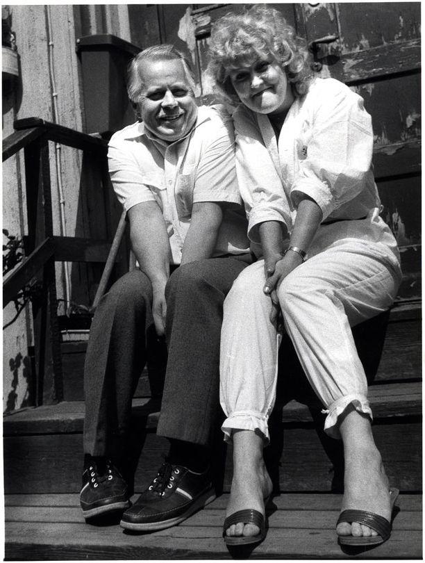 Paatso teki uraa myös teatterinäyttelijänä. Kuvassa näyttelijä on Simo Salmisen kanssa vuonna 1984, jolloin molemmat näyttelivät Kaivohuoneen kesäteatterissa.