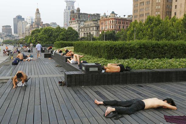 Kuumuus koettelee Shanghain miljoonakaupunkia.