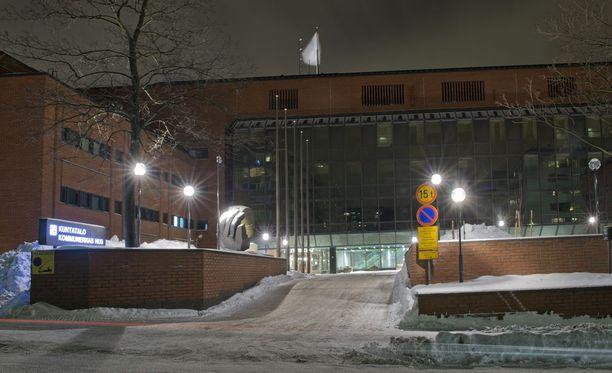 Yölliset varkaat valitsivat kohteekseen Helsingin Kuntatalon kuparikaiteet.