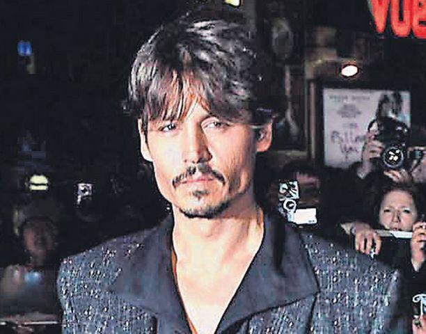 MUSIKAALIROOLISSA Parhaasta miespääroolista komedia- ja musikaalisarjassa palkittu Johnny Depp laulaa ensi kertaa julkisesti elokuvassa Sweeney Todd.