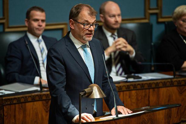 Hallituksen johtotroikka Juha Sipilä (kesk), Petteri Orpo (kok) ja Sampo Terho (sin).