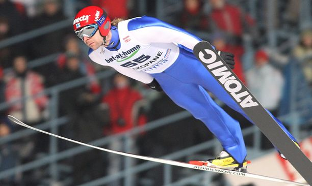 Janne Ahonen jäi toisella kierroksella viisi metriä ensimmäisen kierroksen leiskautuksestaan.