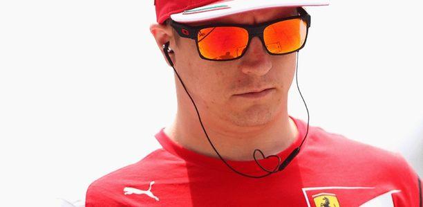 Kimi Räikkönen haikailee kunnon formulakisaamisen perään.
