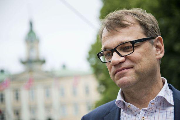 Pääministeri Juha Sipilä kävi puhelinkeskustelun hyvässä hengessä vihreiden tuoreen puheenjohtajan Touko Aallon kanssa.