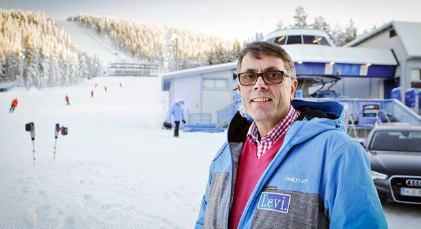 Levin ravintoloistaan kuuluisan Päivikki Palosaaren veli Jouni Palosaari halutaan takaisin hissiyhtiön johtoon.