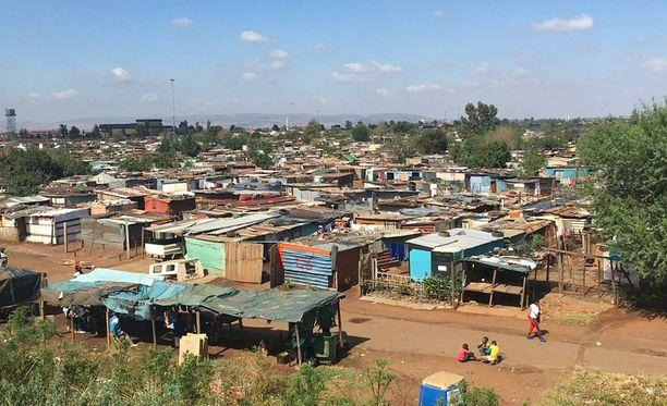 Katlehongin hökkelikylä Johannesburgin laitamilla ei ole kovin viehättävä asuinpaikka.
