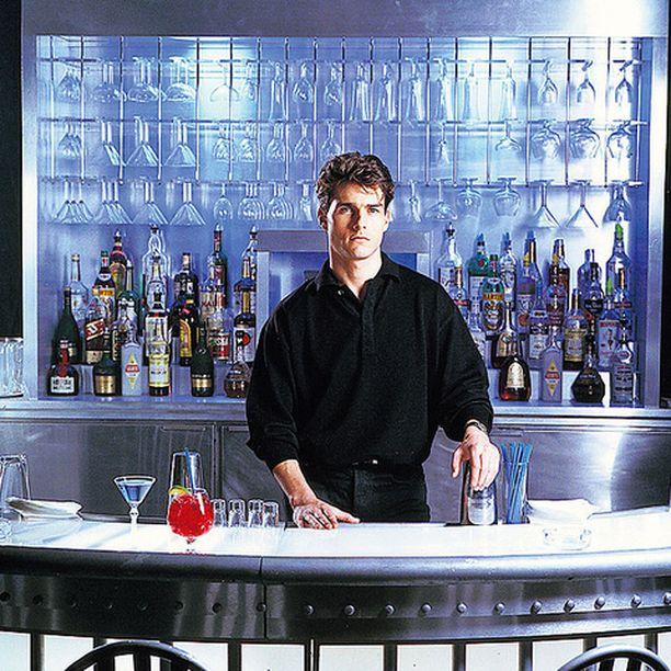Tom Cruise on nuori ja kunnianhimoinen Brian Flanagan, joka unelmoi pörssimeklarin urasta mutta päätyy baarimikoksi.