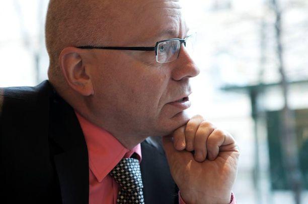 Harri Saukkomaa on viestintäalan asiantuntija ja hänellä on useiden vuosien kokemus kriisiviestinnästä.