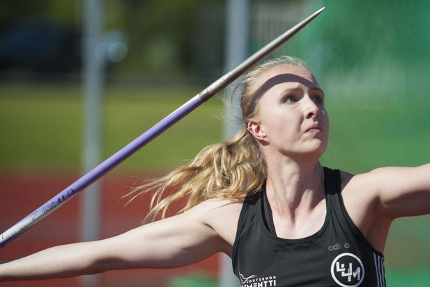 Saara Lipsanen, 23, voitti keihäskisan Karjaalla tuloksella 56,07.