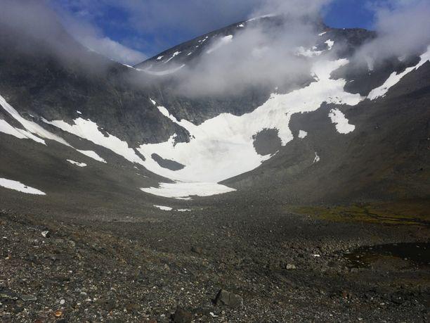 Kebnekaisen korkein huippu kohoaa 2097 metriin.