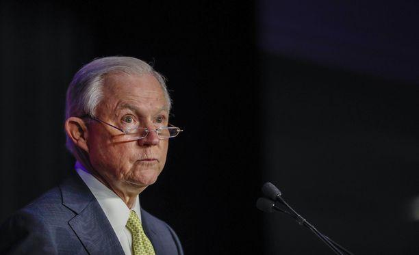 Oikeusministeri Jeff Sessionsin ja presidentti Donald Trumpin kireät välit juontavat juurensa Venäjä-tutkintaan.