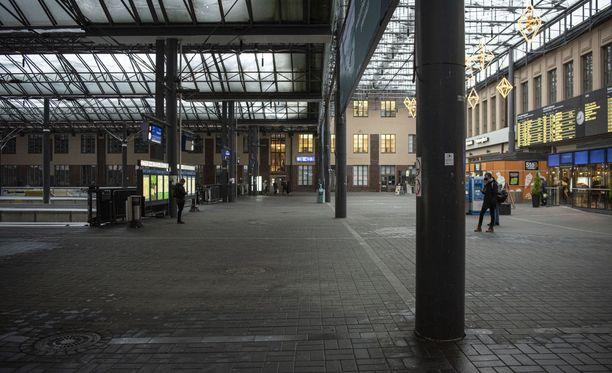 Puukotus tapahtui rautatieasemalla maanantai-iltana.