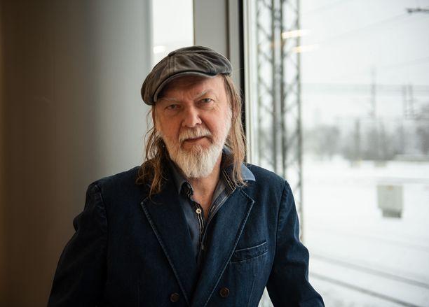 Tuomari Nurmio uskoo, että aito rock ei häviä musiikkikentältä koskaan. - Musiikissa on se hyvä puoli, että mikään ei katoa lopullisesti. Jotkut jutut tulee sykleissä uudelleen muotiin.