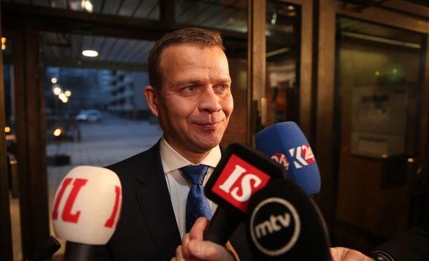 Petteri Orpon luotsaama Kokoomus vei ennakkoäänivoiton Helsingissä ja Espoossa.