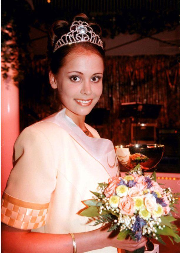 Ennen Miss Suomi -kilpailua Jenni Dahlman nappasi Miss Turku -tittelin vuonna 1998.
