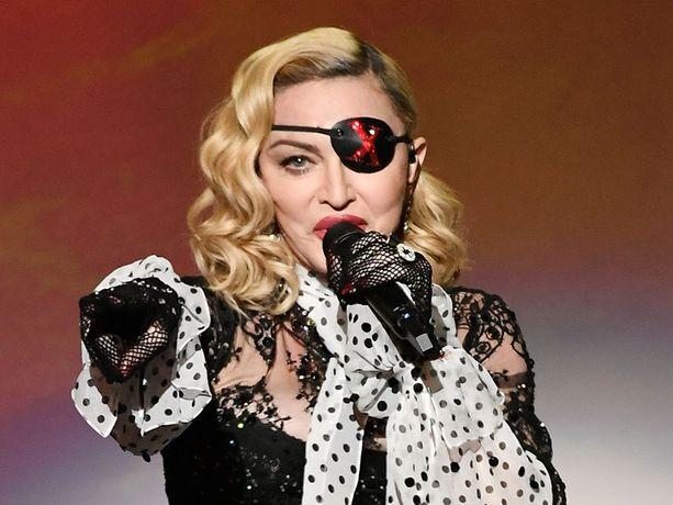 Polvivamman vuoksi keikkojaan perunut popin kuningatar Madonna pyytää pettyneiltä faneiltaan ymmärrystä.