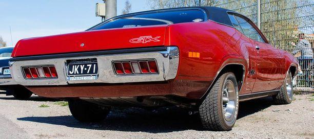 Mallivuoden 1971 Plymouth GTX näyttää linjakkaalta joka suunnasta.