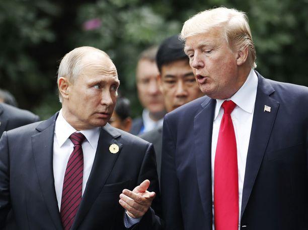 Trump ja Putin ehtivät keskustelemaan lyhyesti Vietnamissa marraskuussa 2017.