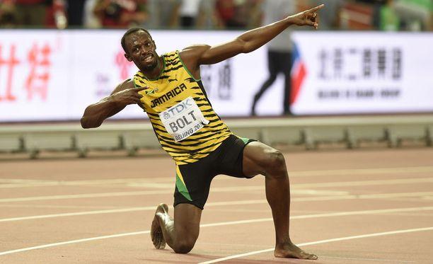 Usain Bolt tuuletti tuttuun tyyliin 200 metrin voittoa.