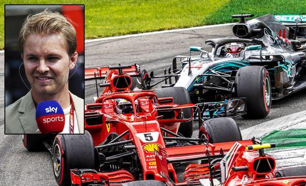 Nico Rosberg antoi Lewis Hamiltonille puhtaat paperit ja Sebastian Vettelille rukkasia.