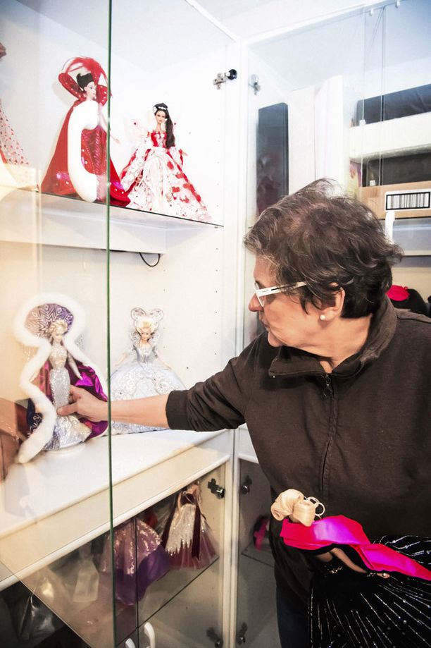 Ursulan suurena haaveena olisi ollut löytää barbiekokoelmalle näyttelypaikka ja yhteistyötaho.