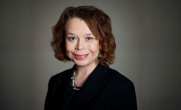 Asunto- ja viestintäministeri Pia Viitasen tulisi katsoa koko suomalaisen asuntopolitiikan perusteita, ei kehitellä uusia tukimuotoja.