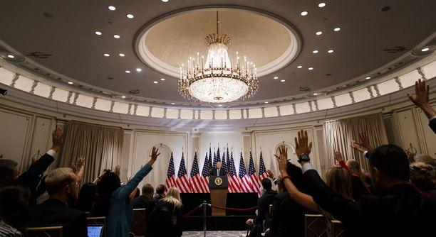 Trump vastaili toimittajien kysymyksiin newyorkilaisessa Lotte-hotellissa.