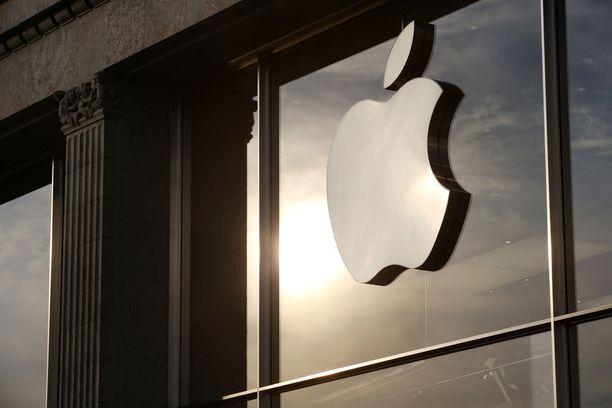 Applen mukaan 90 prosenttia maailmanlaajuisesti mobiililaitteilla tehdyistä lähimaksuista tehdään Apple Payn kautta. Kuvituskuva.