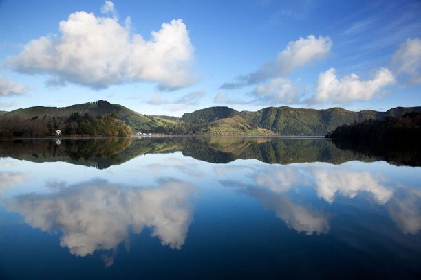 Lagoa das Sete Cidadesin kaunis järvi löytyy San Miguelin saarelta Azoreilta.