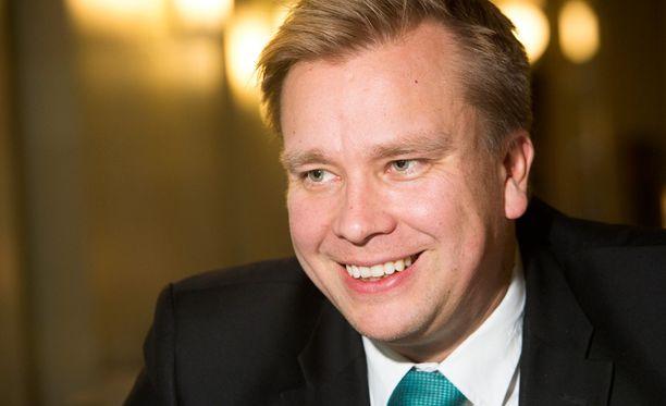 Kansanedustaja Antti Kaikkonen (kesk) jaksoi vastoinkäymisten jälkeenkin olla vielä ripauksen verran positiivinen. - Tästäkin selvitään, hän kirjoitti, kun kotimatkaa oli kävellen jäljellä enää kilometri.