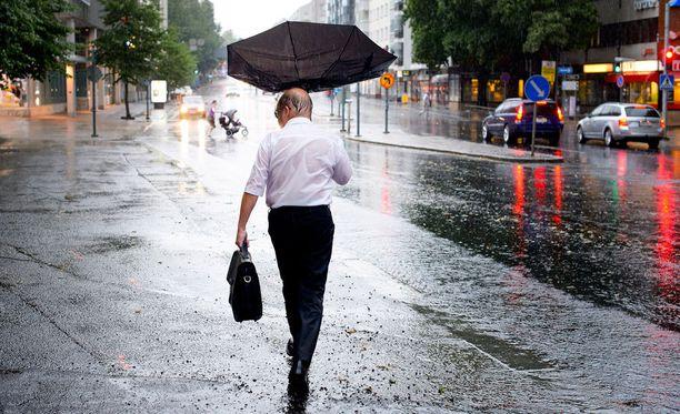 Lauantaina ja sunnuntaina sateita saadaan koko maahan.