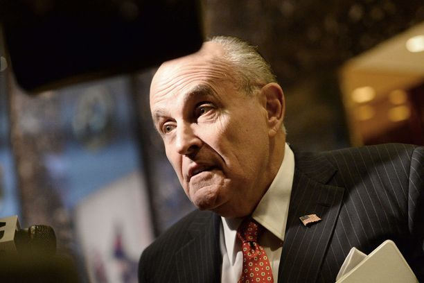 Rudy Giuliani toimi New Yorkin pormestarina 2000-luvun alussa. Nyt hän luotsaa Trumpin lakitiimiä.