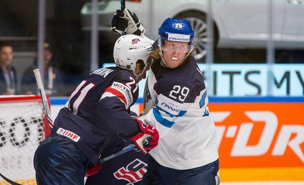 Patrik Laine joutui seuraamaan USA-pelin loppuhetket penkiltä.