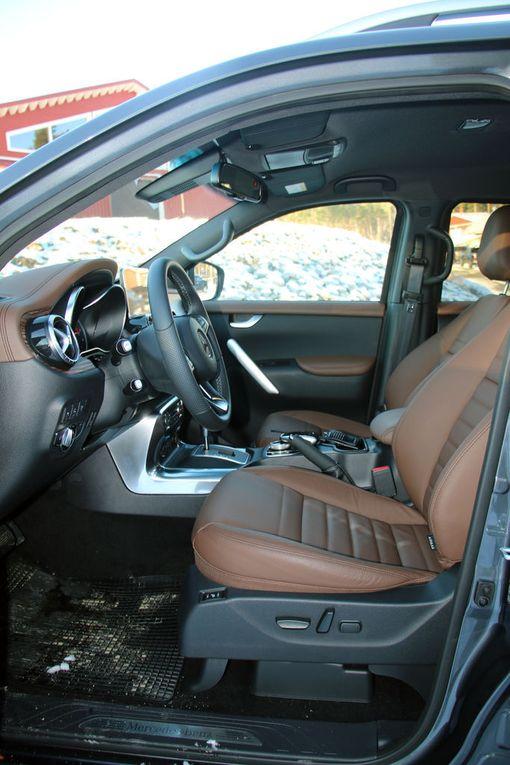 Kuljettajan paikka on tässä autossa auton paras paikka. Mukava ajettava ja hallintalaitteet oikeilla paikoillaan.